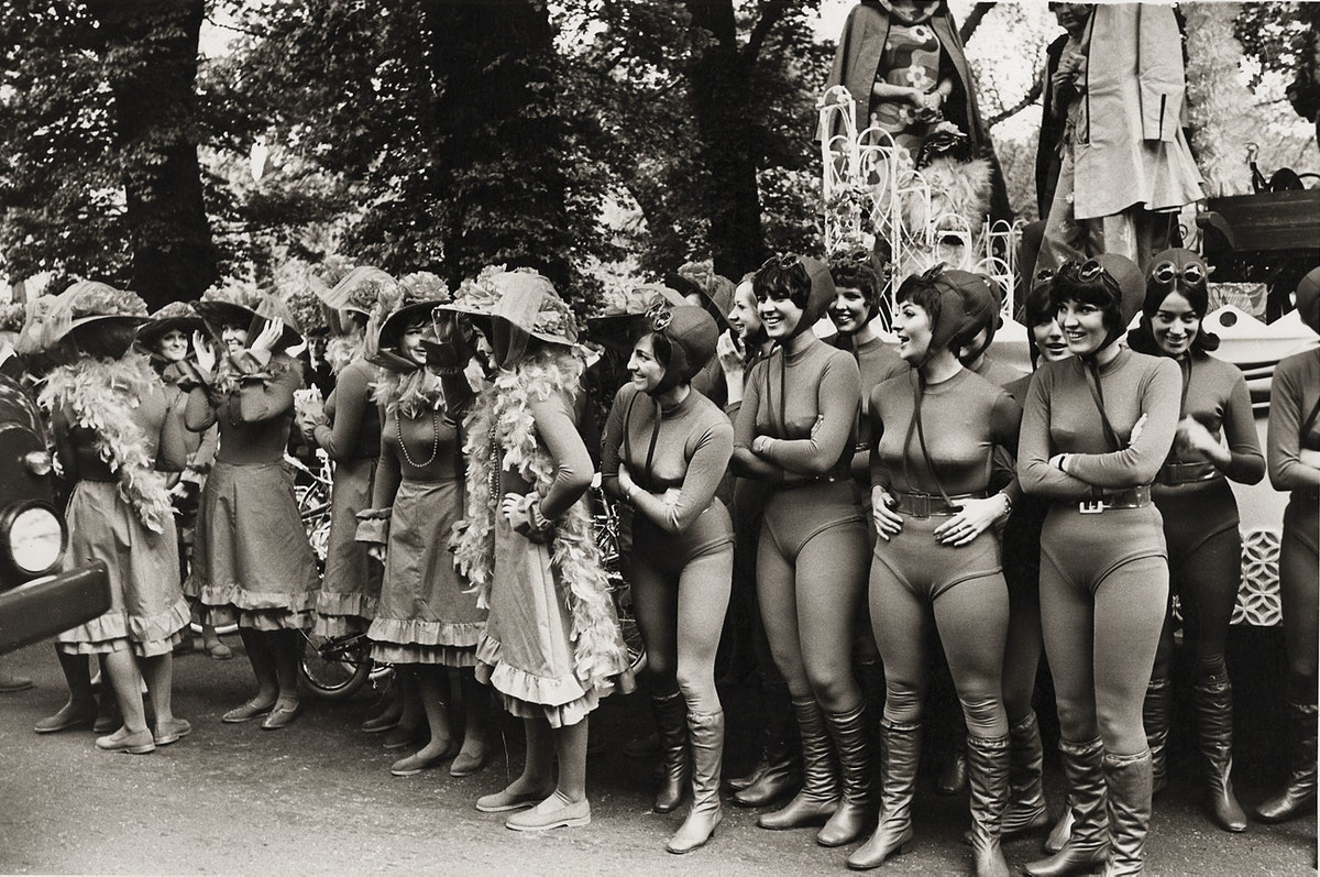 Street carnival, Marble Arch, 1964.jpg