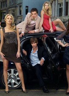 GOSSIP GIRL, (back row, l to r): Penn Badgley, Ed Westwick, Taylor Momsen, (front): Blake Lively, Ch