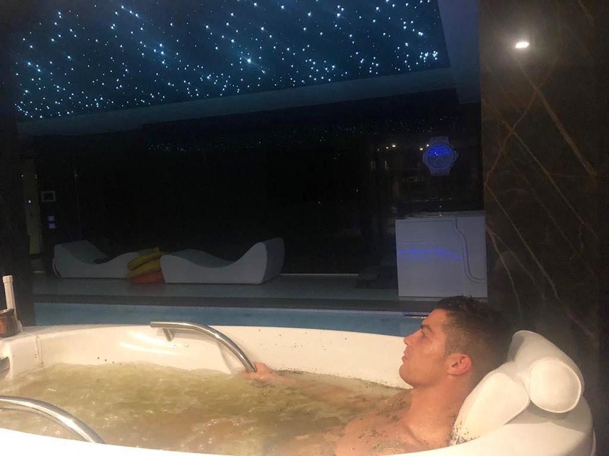 cristiano-ronaldo-bathtub.jpg