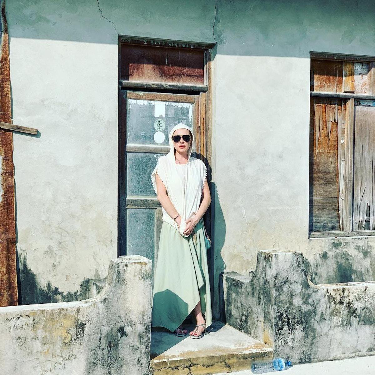 lindsay-lohan-sunglasses-insta.jpg