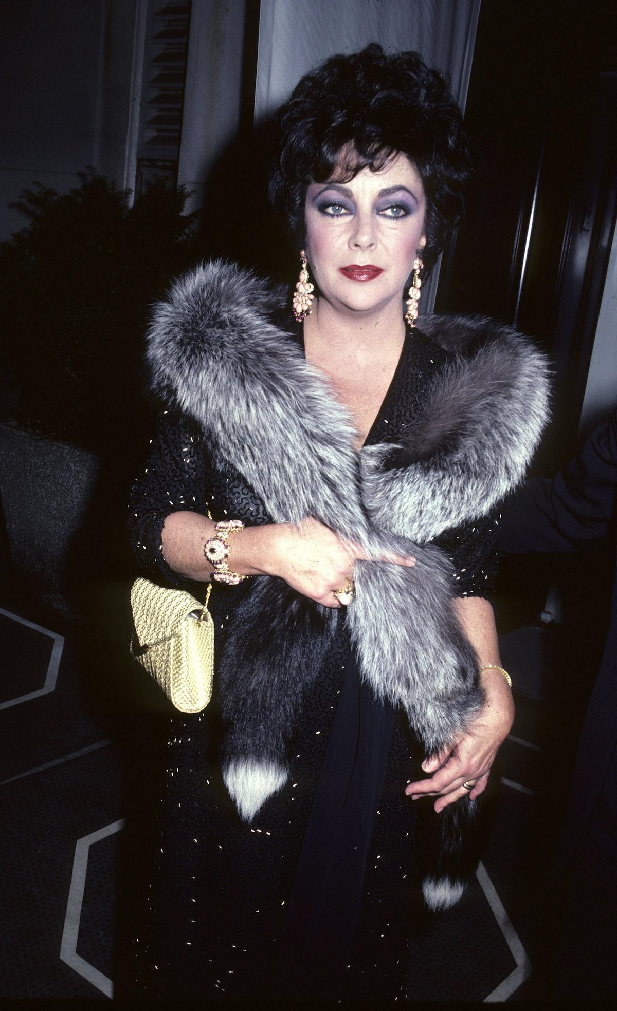 Elizabeth  Taylor  leaving Carlyle Hotel in  New York - December 1, 1980
