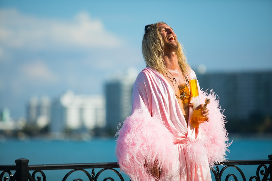 Moondog (Matthew McConaughey) in THE BEACH BUM. Courtesy of NEON and VICE..jpg