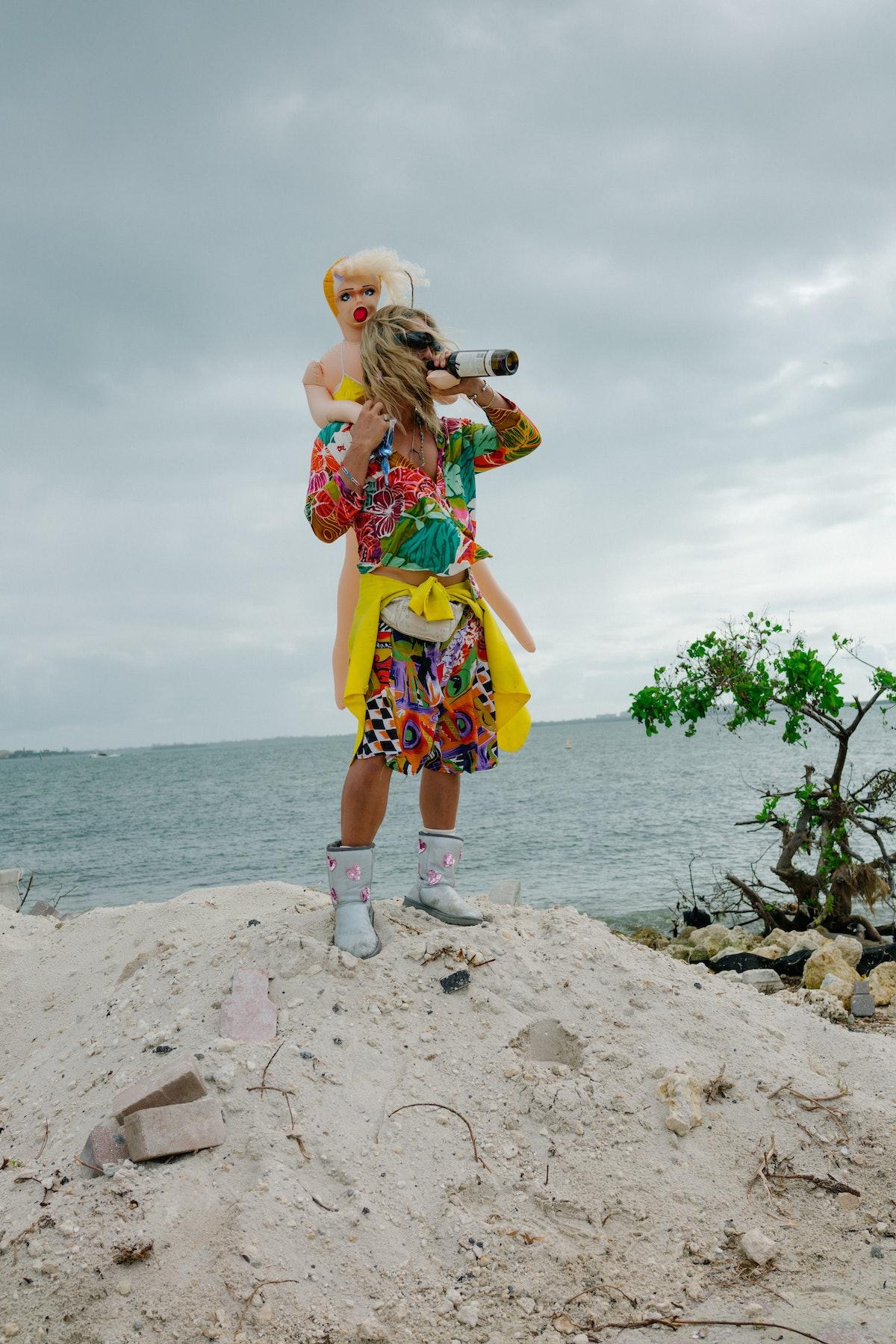Moondog (Matthew McConaughey) in THE BEACH BUM . Courtesy of NEON and VICE.jpg