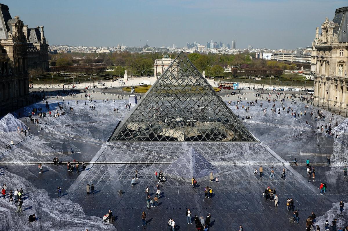 """""""JR Au Louvre & Le Secret De La Grande Pyramide"""" :JR Creates A Monumental Piece OF Art On The Scale ..."""