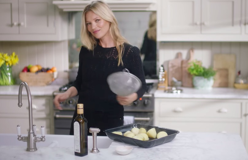 kate-moss-cooking-4.jpg