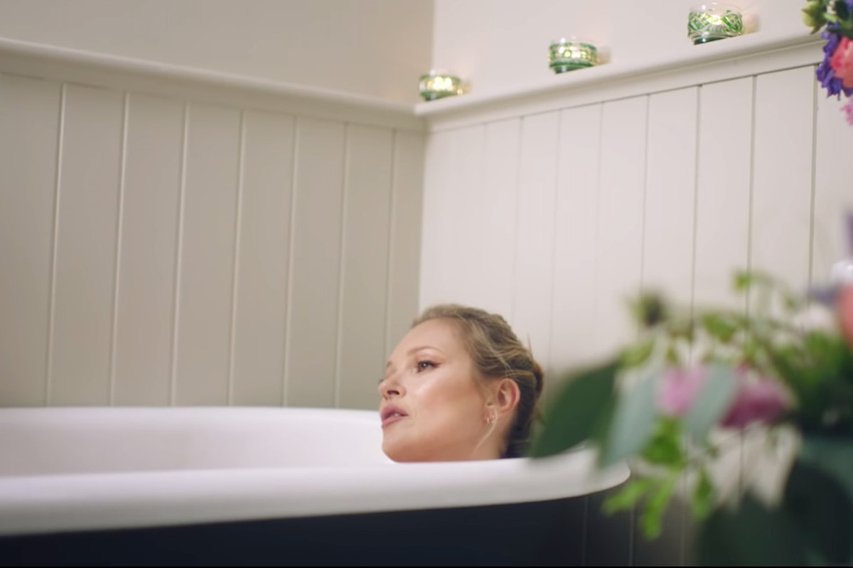 kate-moss-bath.png