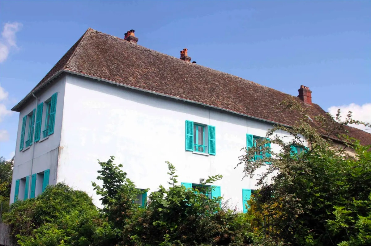 monet house giverny france.png