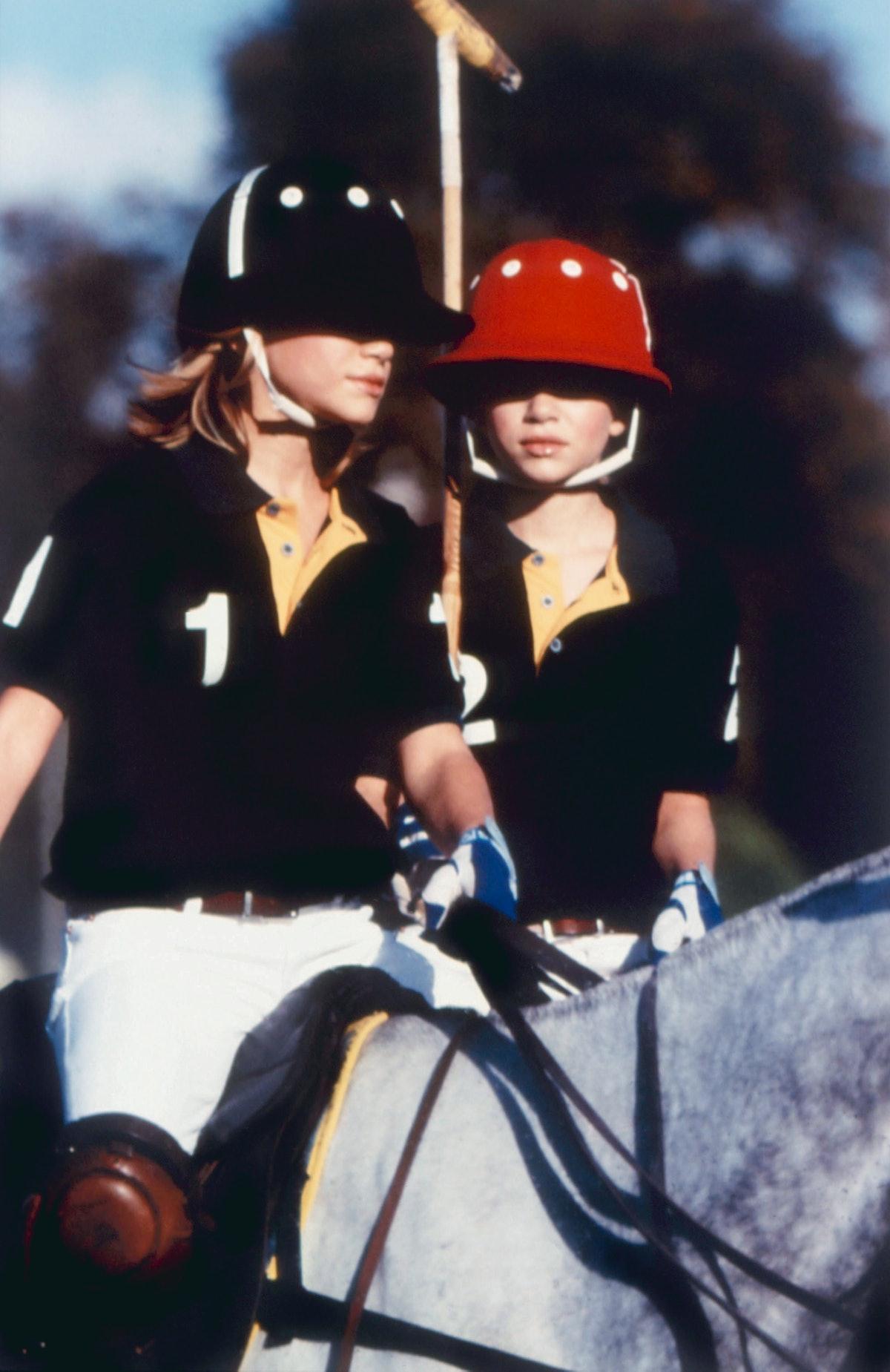 WINNING LONDON, Ashley Olsen, Mary-Kate Olsen, 2001, (c)Warner Home Video/courtesy Everett Collectio