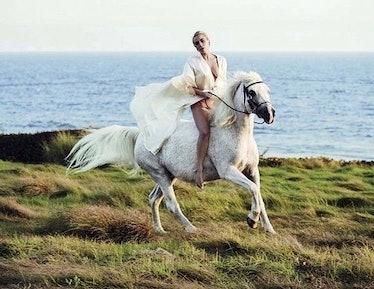 lady-gaga-horse.jpg