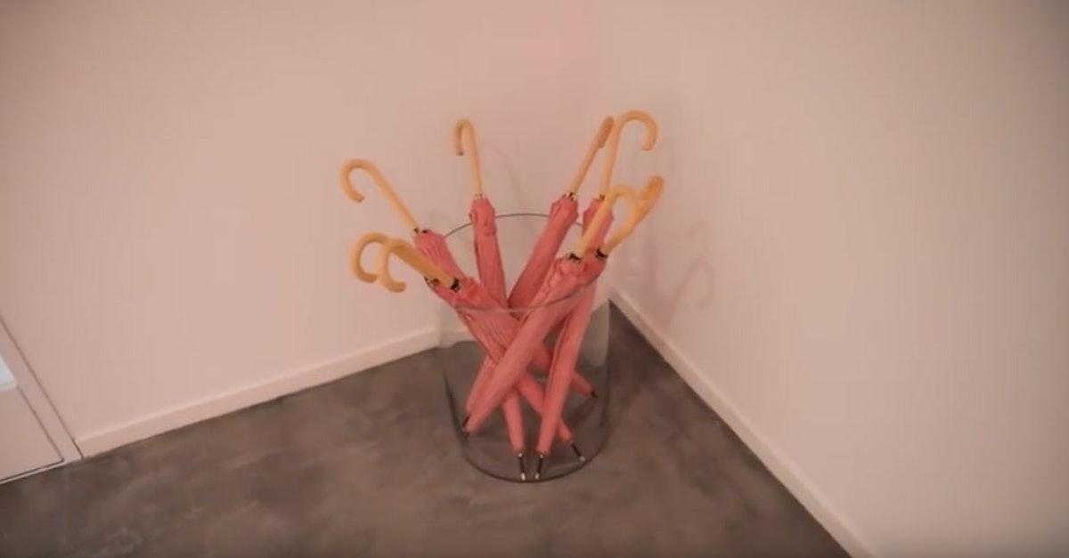 kylie-jenner-pink-umbrealls.jpg