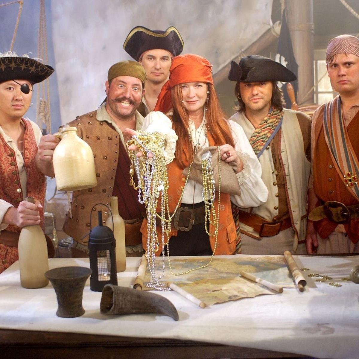 martha-stewart-halloween-pirate.jpg