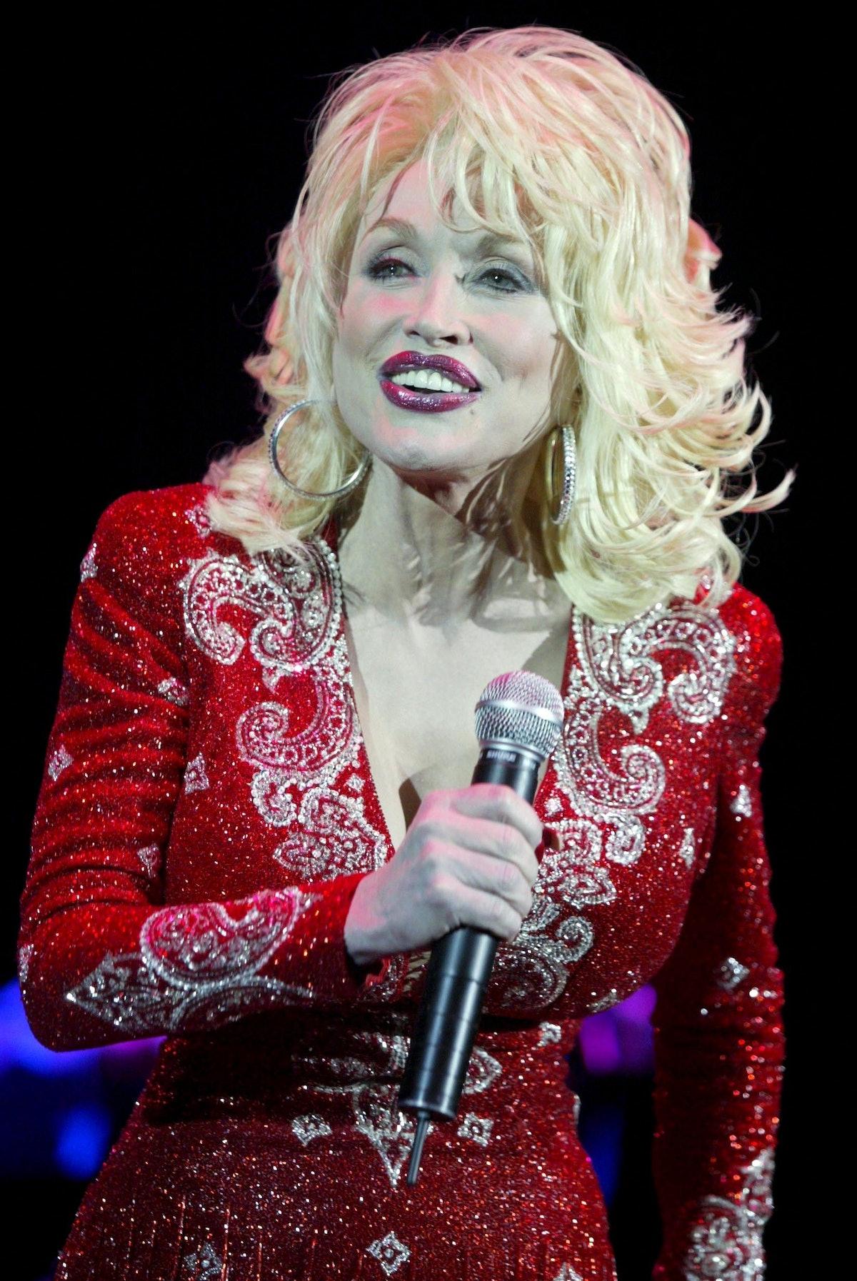 Dolly Parton Performing At The Hammersmith Apollo, London, Britain - 19 Nov 2002