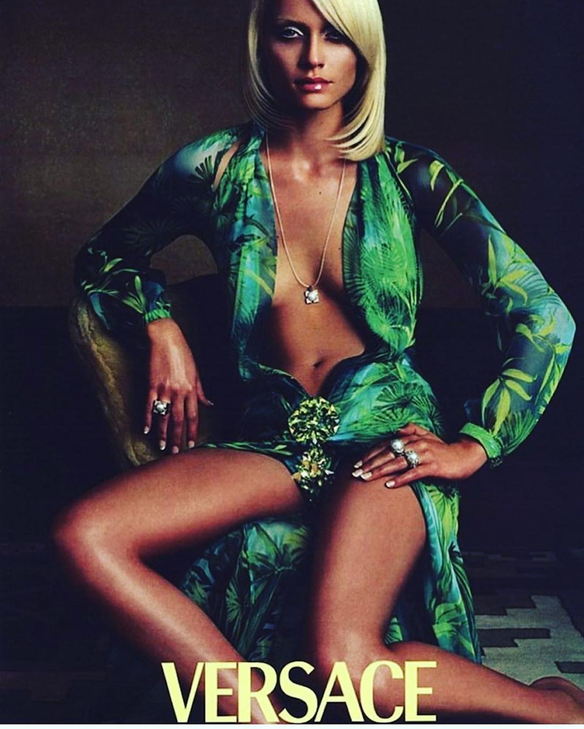 amber-valletta-versace-campaign.jpg
