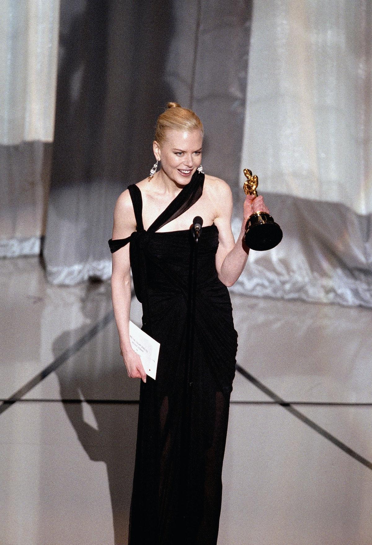 Nicole Kidman Accepts Her Oscar.