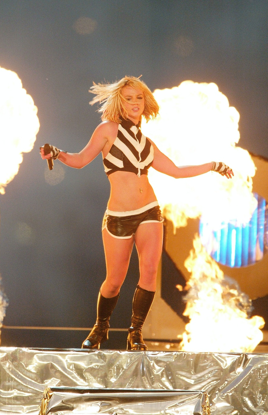 britney spears performing in front of fire 2003