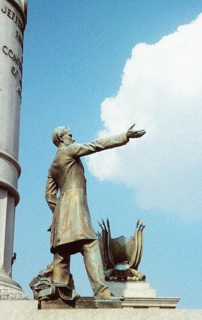 A statue of Jefferson Davis
