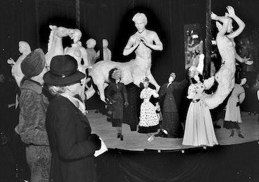 Théâtre de la mode. Paris, pavillon de Marsan, mai 1945.
