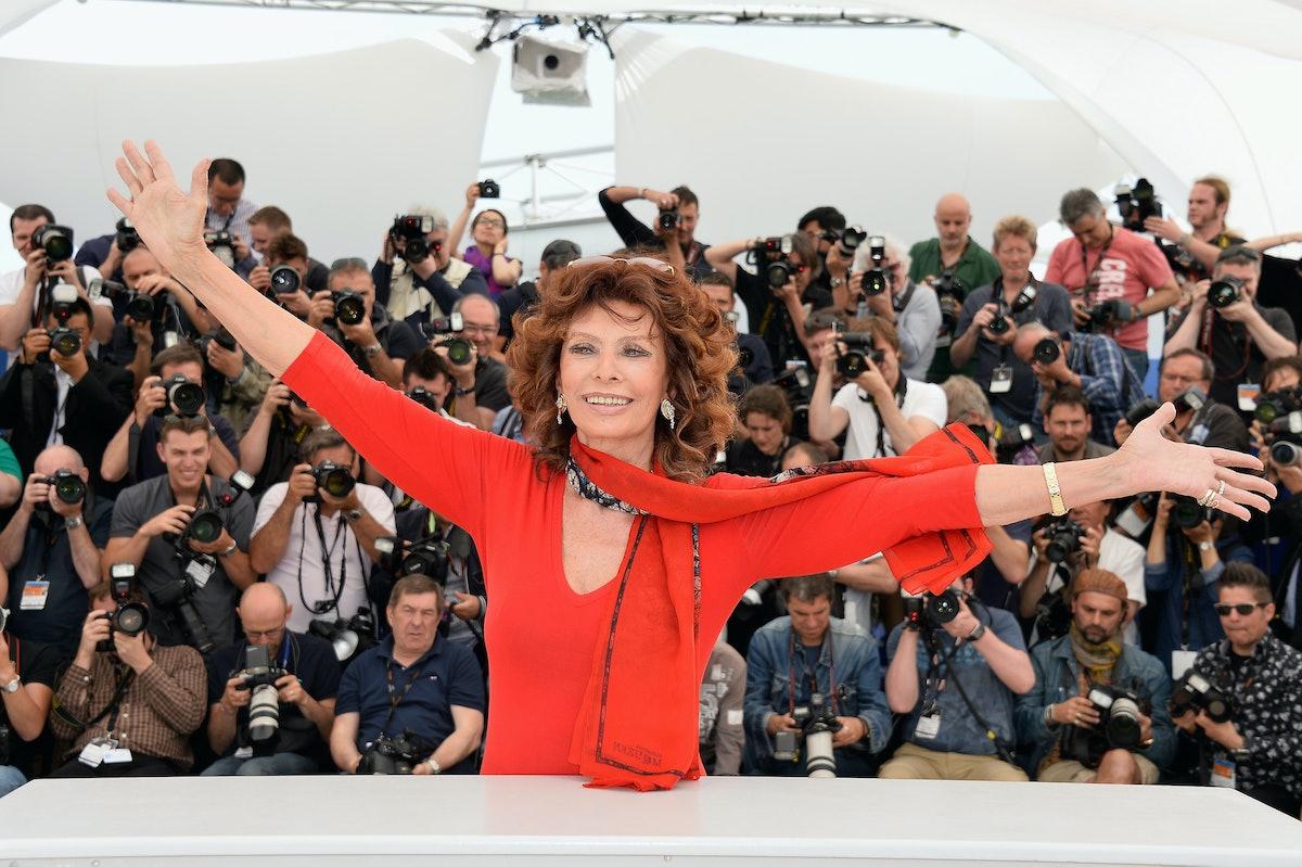 Sophia Loren embracing the air