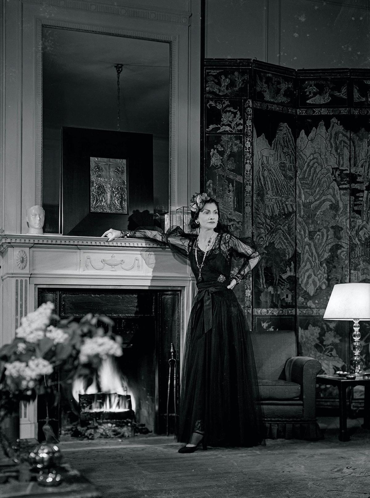 Coco Chanel dans son appartement au Ritz pour Harper's Bazaar, Paris