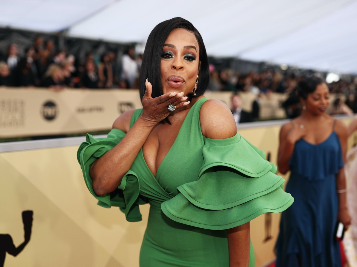 Niecy Nash blowing a kiss
