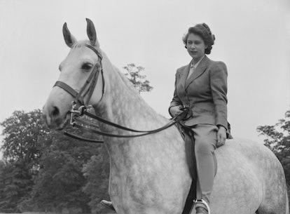 young queen elizabeth on horseback