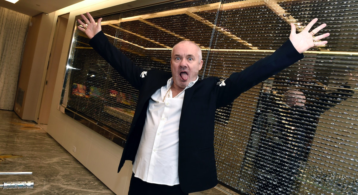 Damien Hirst with his arms outstretched