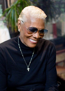 dionne warwick smiling with sunglasses on