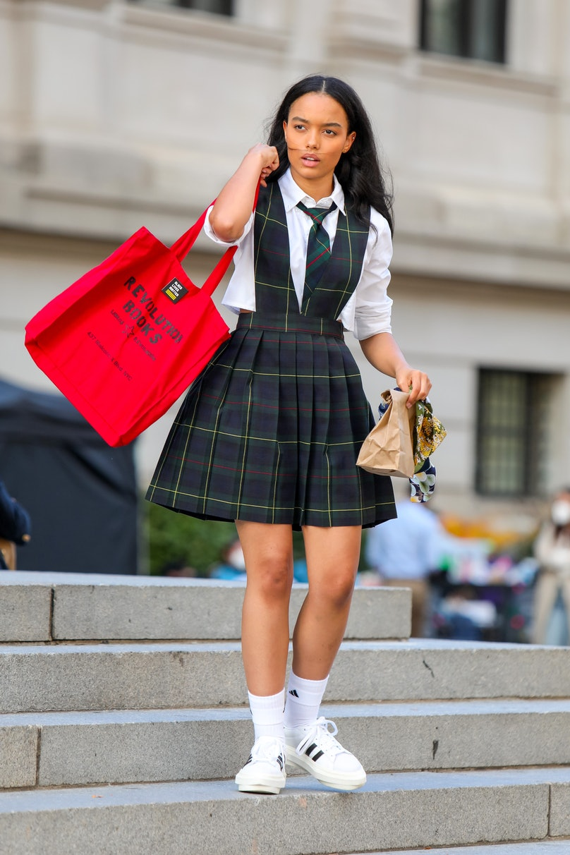 Whitney Peak with a tote in Gossip Girl.