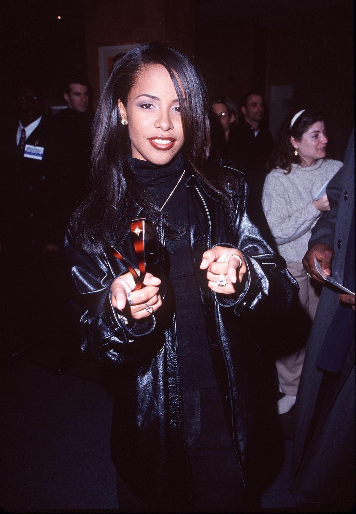 Aaliyah pointing