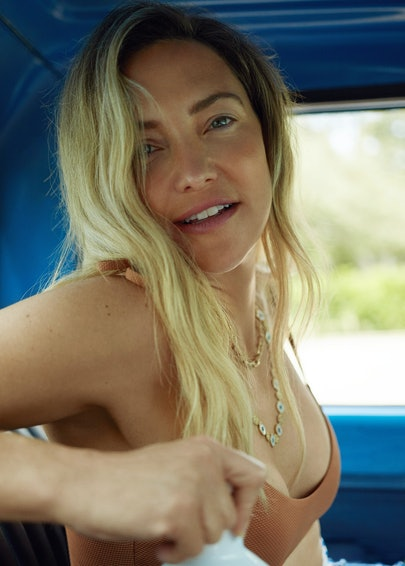 Kate Hudson in a car