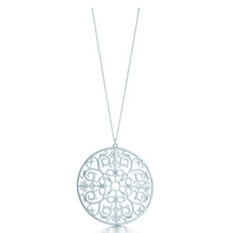Tiffany Enchant® round pendant in sterling silver