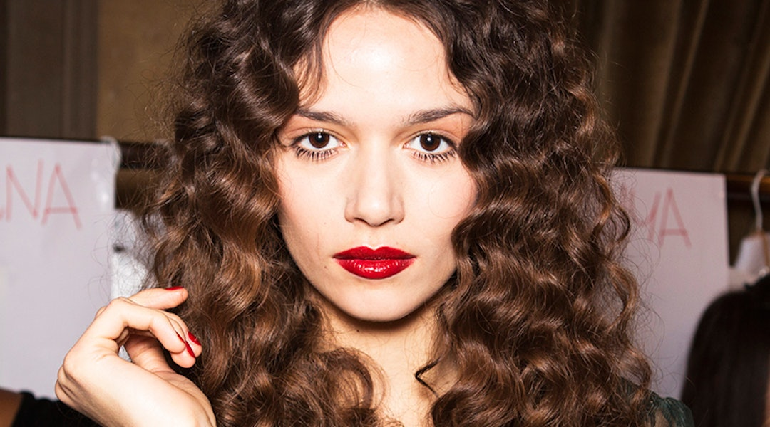 10 Hairstyles For Girls With Curly Hair