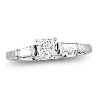 White Gold & Radiant Cut Diamond Ring