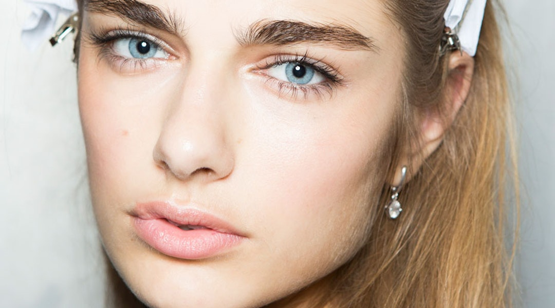 How To Bleach Or Tint Your Eyebrows At Home