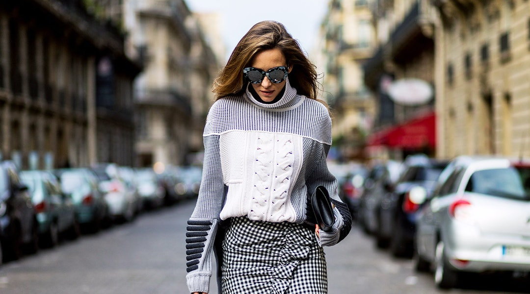 df9bde0804edfd 5 Super Chic Ways To Style Sweaters