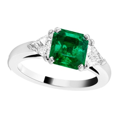 Motifs Triangle Solitaire Platinum Diamond And Emerald Ring