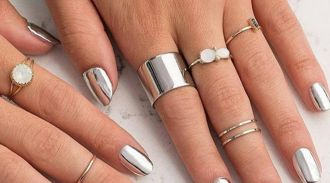 Finally You Can Get A Chrome Manicure At Home With Just A Nail Polish