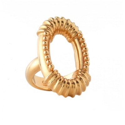 Gold-tone ring with Oval Silhouette