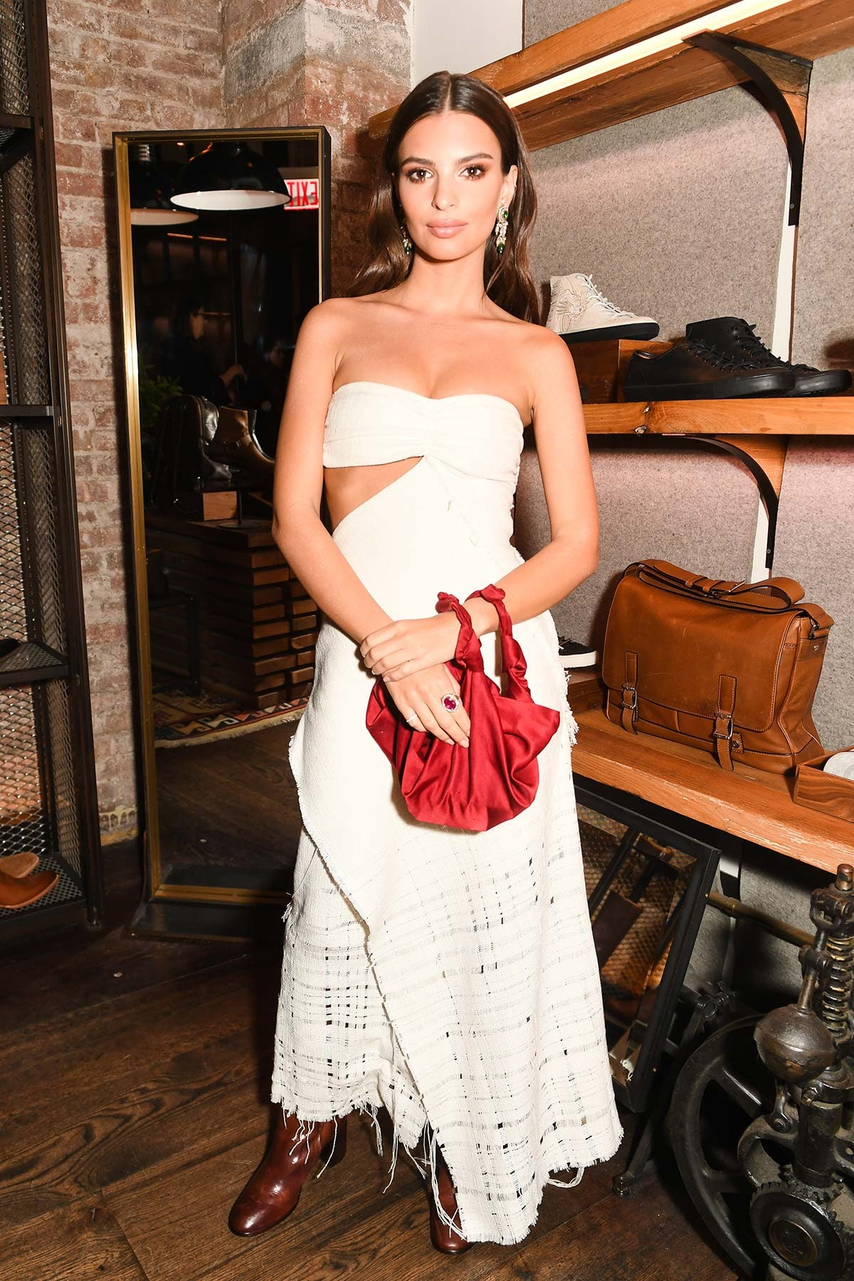 8fb3494857 Emily Ratajkowski s Evening Outfit Formula Is So Easy To Pull Off