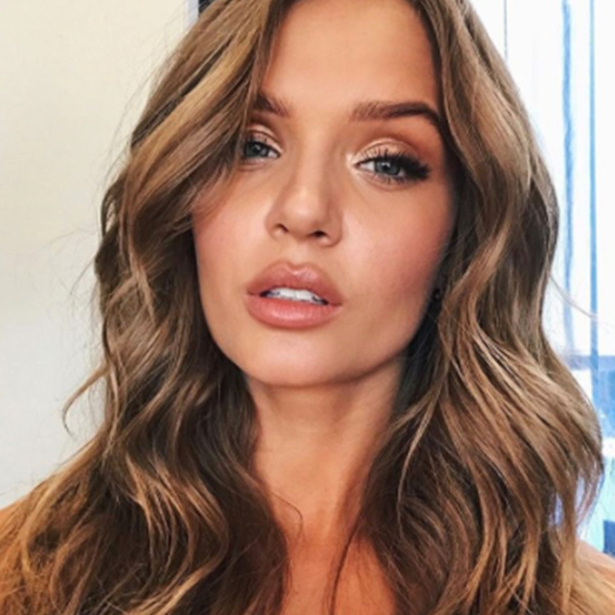 A Victoria's Secret Model Shows Us How To Get Our Lips To Her Level